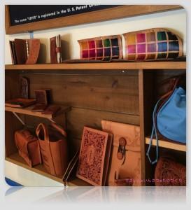 色んな革製品が並んでいます。全部手作り!